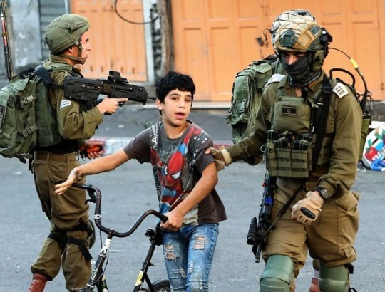طفل اعتقال